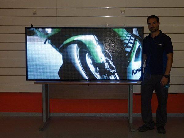 Oferta de pantallas led para escaparates de 173x77 cm. P6 . Resolución: 288x128 px